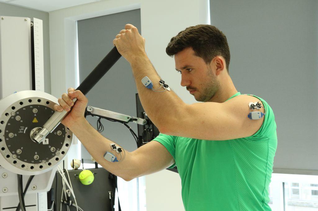 Die Kraftdiagnostik eignet sich besonders für Patienten mit Schulter- und Knieproblemen